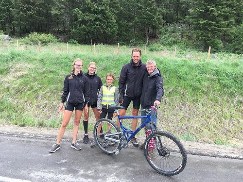 Nous rencontrons Jeff sur la route aux abords de Kamloops. Il marche depuis 2 jours avec un vélo qui ne roule plus. Avec notre matéreil nous remettons son vélo en état et il retrouve le sourire pour rentrer à Kamloops !