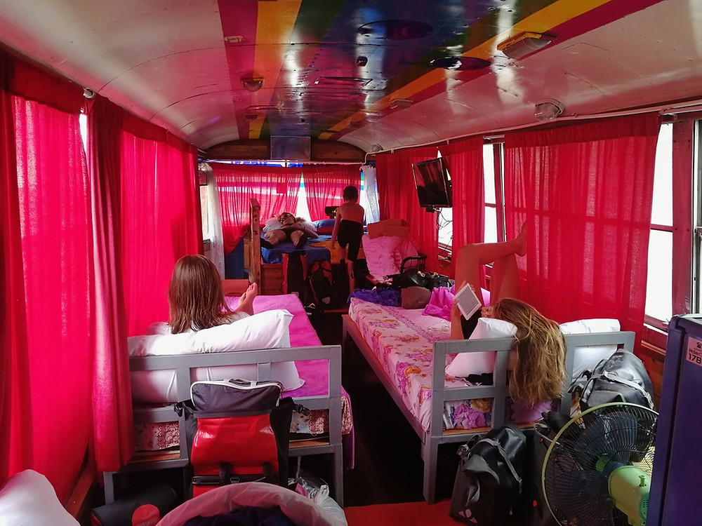 Tour du monde à vélo en famille 2018 - 2019 : bus khao chakan hébergement