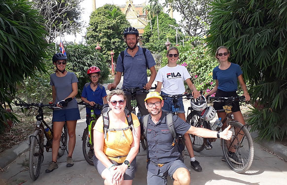 Venus de Belgique à Siem Reap pour le marathon d'Angkor, nous les rencontrons dans le bateau qui traverse le tonlé Sap pour rejoindre Battambang. Nous nous recroisons par hasard à nouveau 2 fois dans Battambang et ses environs pour notre plus grand plaisir !