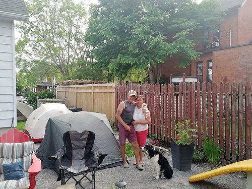 En pleine recherche de bivouac, nous sommes invités spontanément par Kim et Greg à partager la soirée du Canada Day ensemble et à camper dans leur jardin. Une super rencontre agrémentée d'échanges de visions très intéressants. Merci beaucoup à vous !