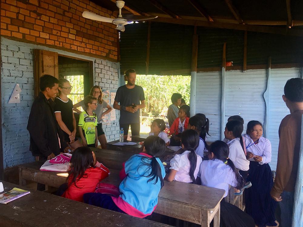 Tour du monde à vélo en famille 2018 - 2019 : Inter English School Cambodge