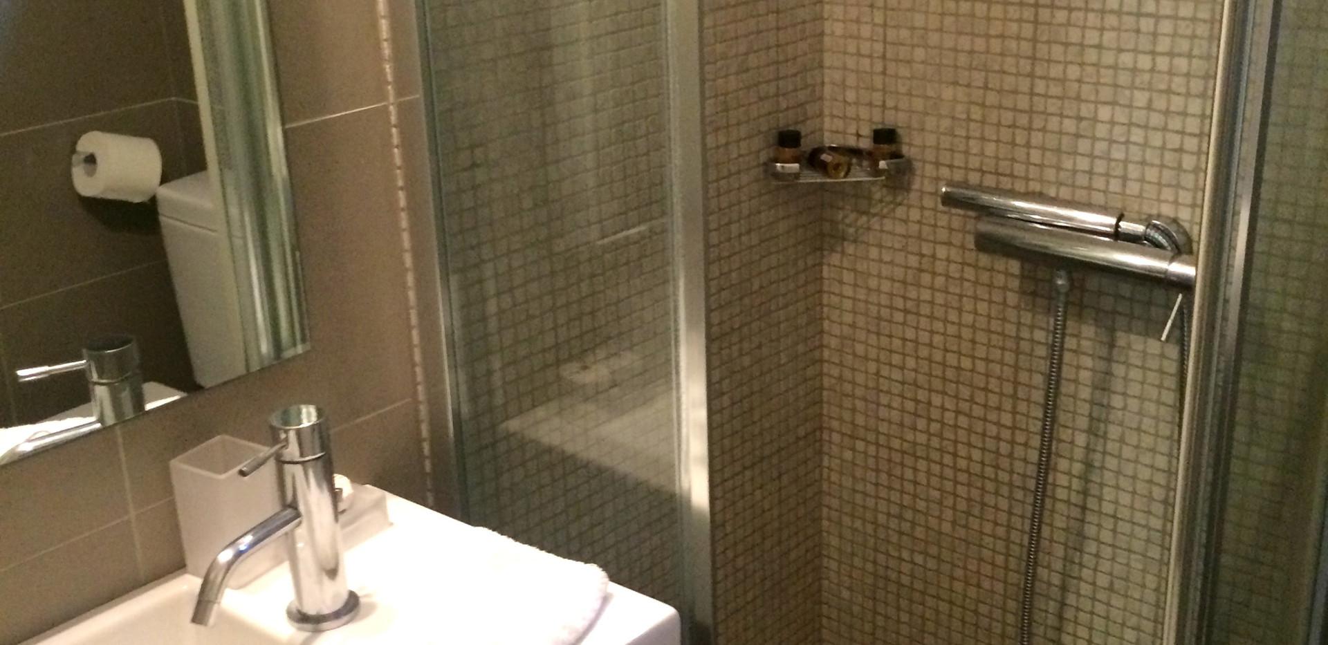Eriphili bathroom.jpg