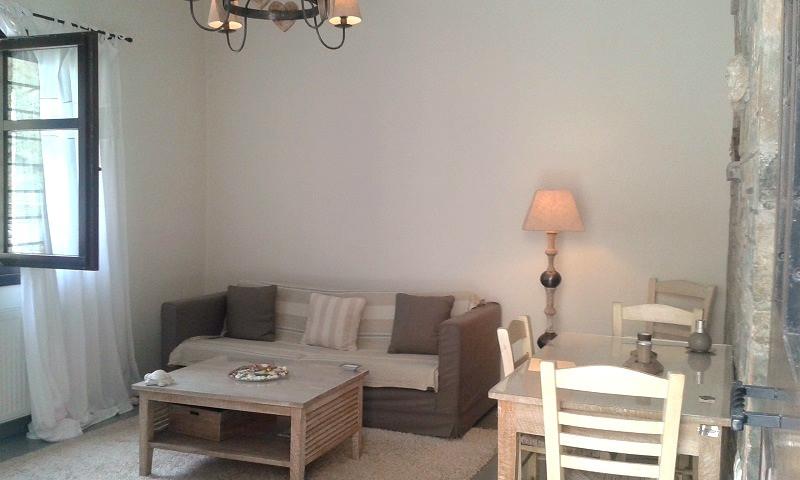 Penelope livingroom 4.jpg