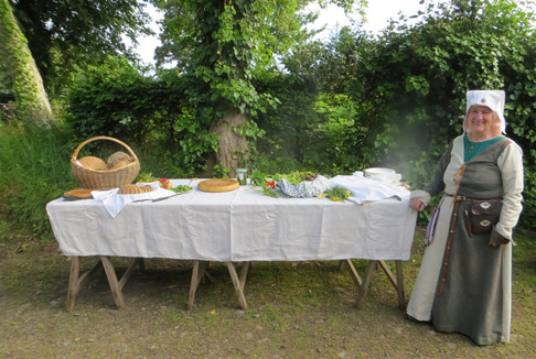 Pat Clarke and Mediaeval supper at the Veille
