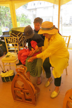 Spinning lessons at the Craft Market