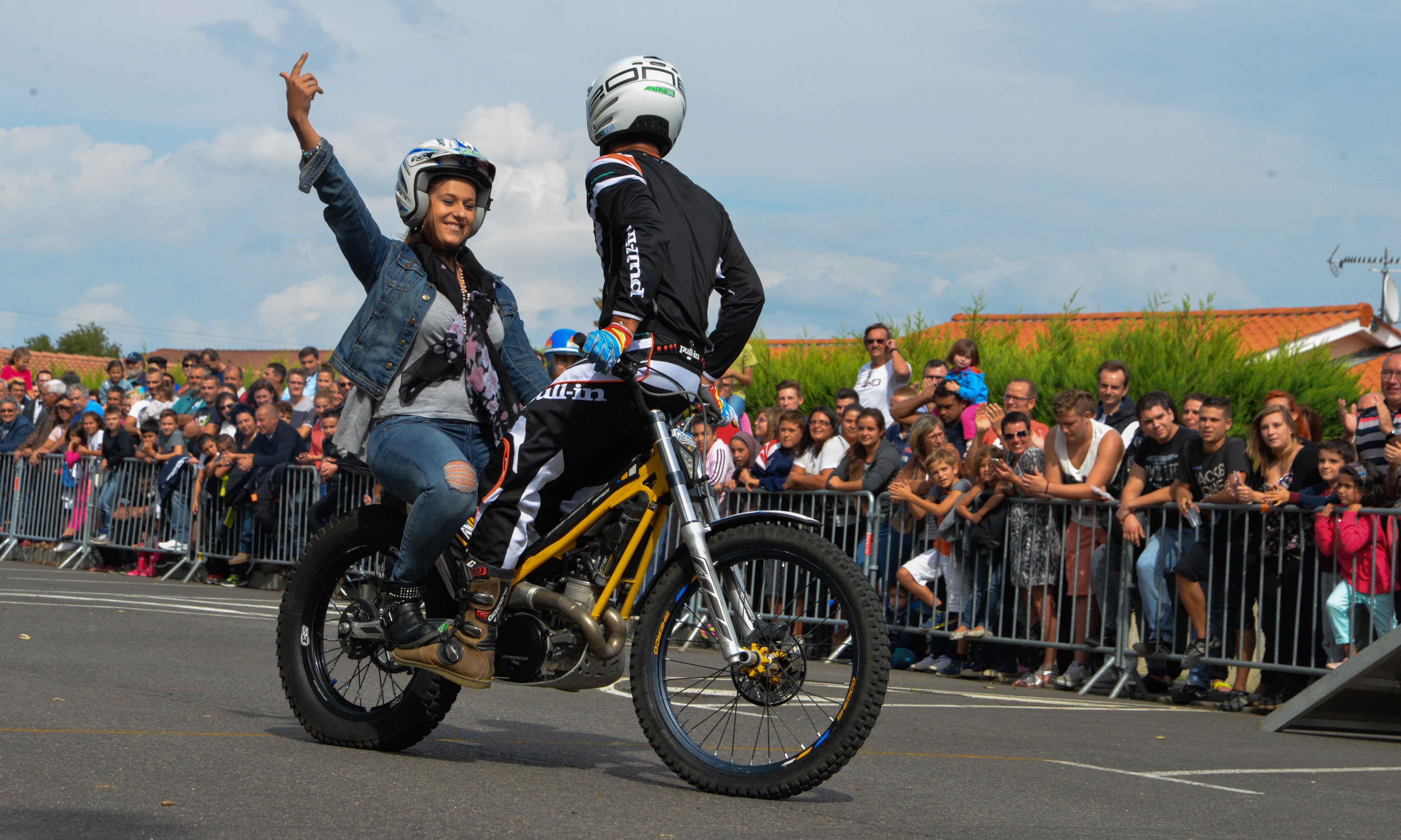 Spectacle acrobatie moto