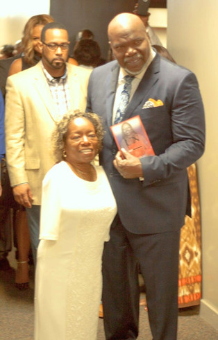 Tee Best pic with Bishop Jakes @ The Pot