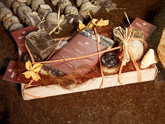 Moor Badeschokolade und Moorseife