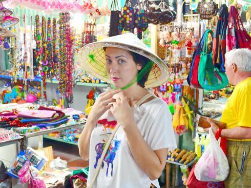 Аттракцион на посошок: прибуханный тур перелет «вьетнамская шапка», на голове русского туриста?