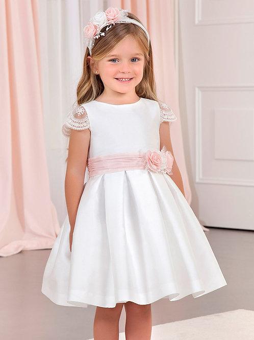 Bílé šaty s krajkou