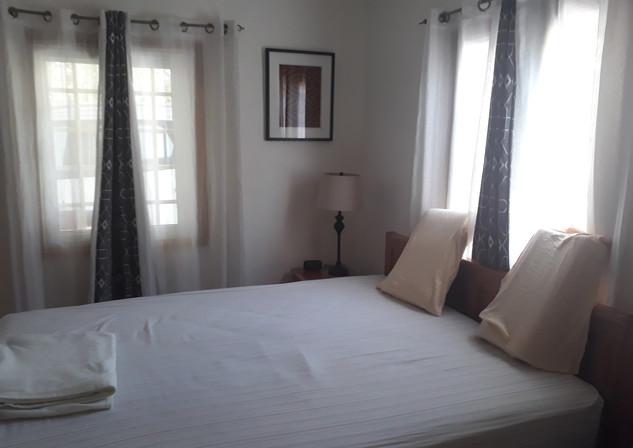 Second bedroom, Queen