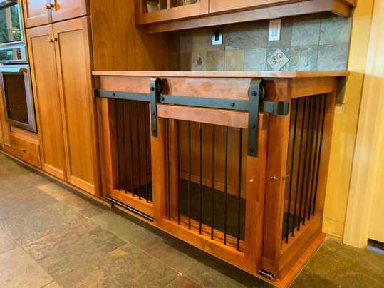 Maple Stained L Dog Kennel