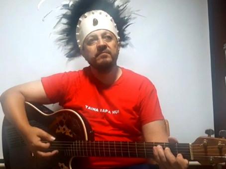 """""""Curso de Instrucción Inicial de Guitarra Aplicada y Ukelele Tahitiano"""": Iván Henríquez"""