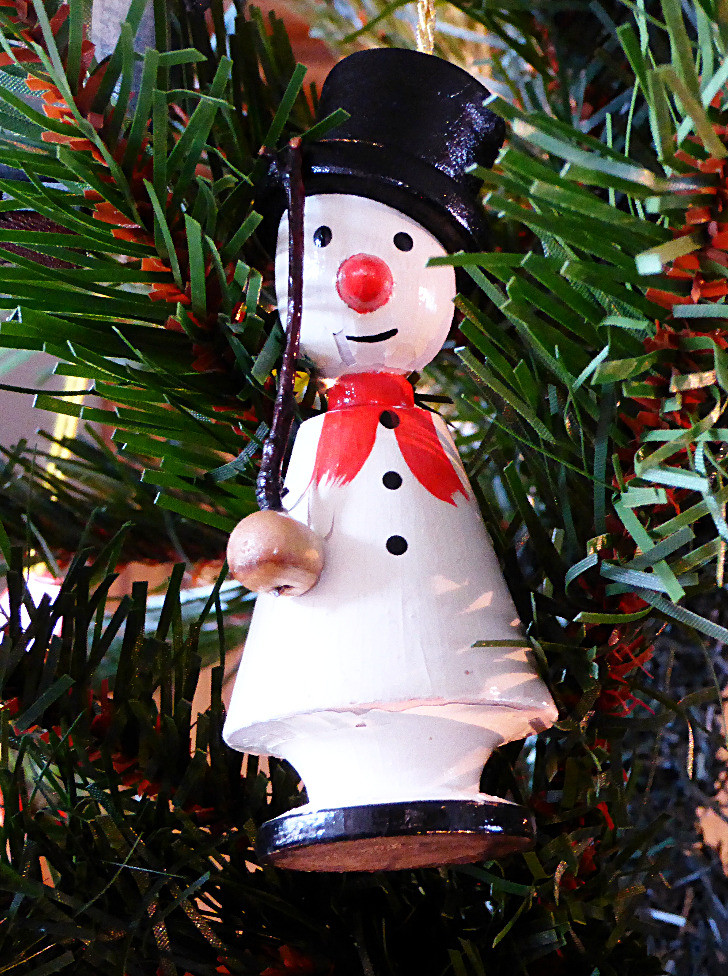 In the Advent Kitchen -- December 13, Lettuce and Tomatoes Hungarian Soup Bacon and Swiss Muffins Fresh Oranges or Clementines Chocolate Shortbread