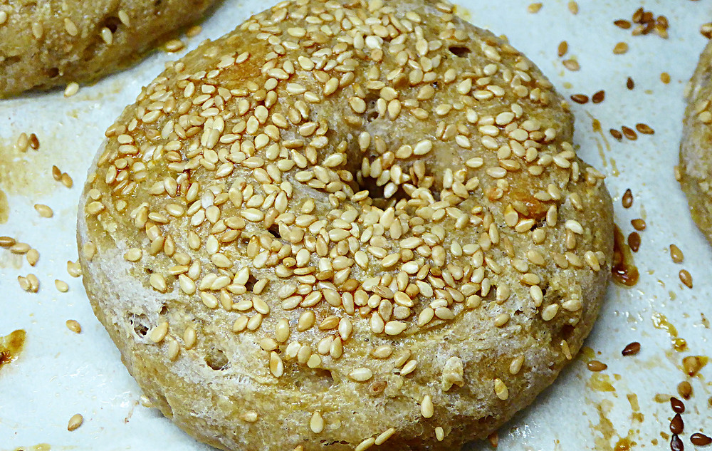 Easy Sourdough Sesame Bagels