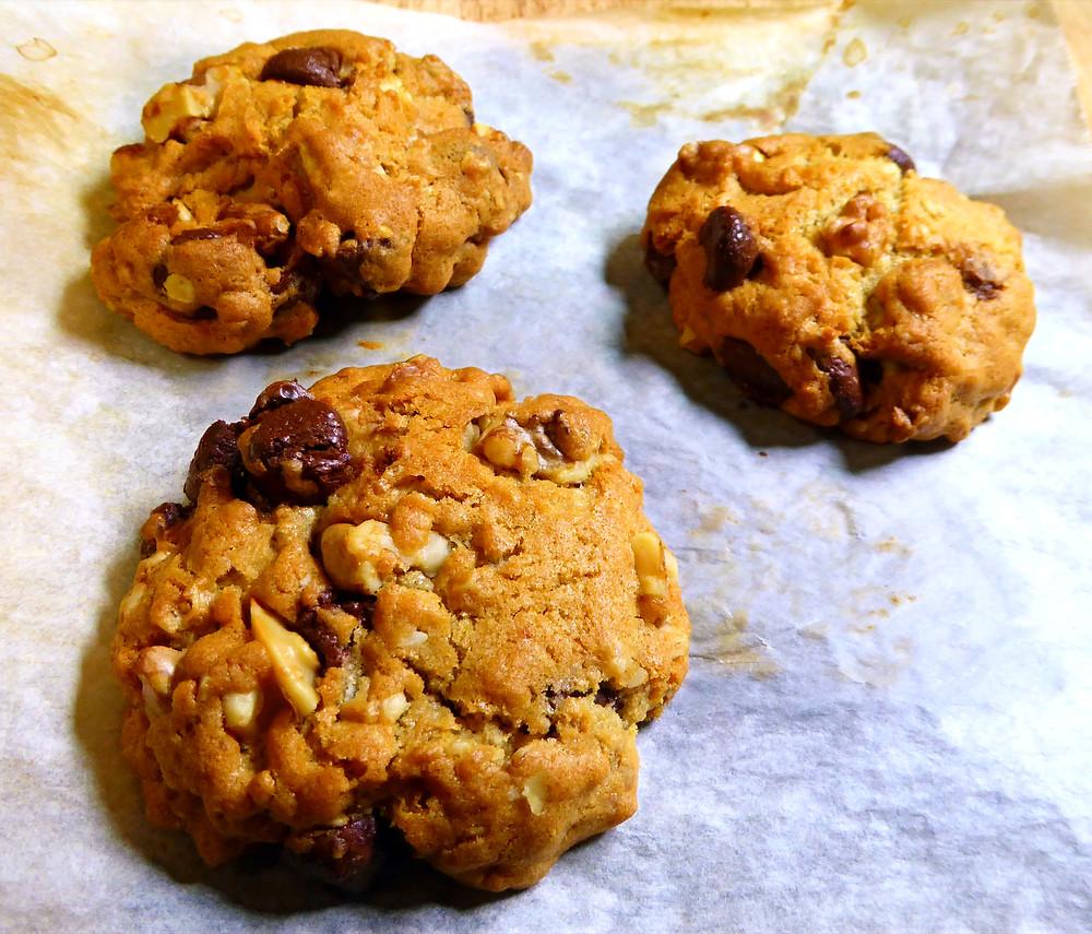 Easy 10 Minute Air Fryer Chocolate Chip Cookies
