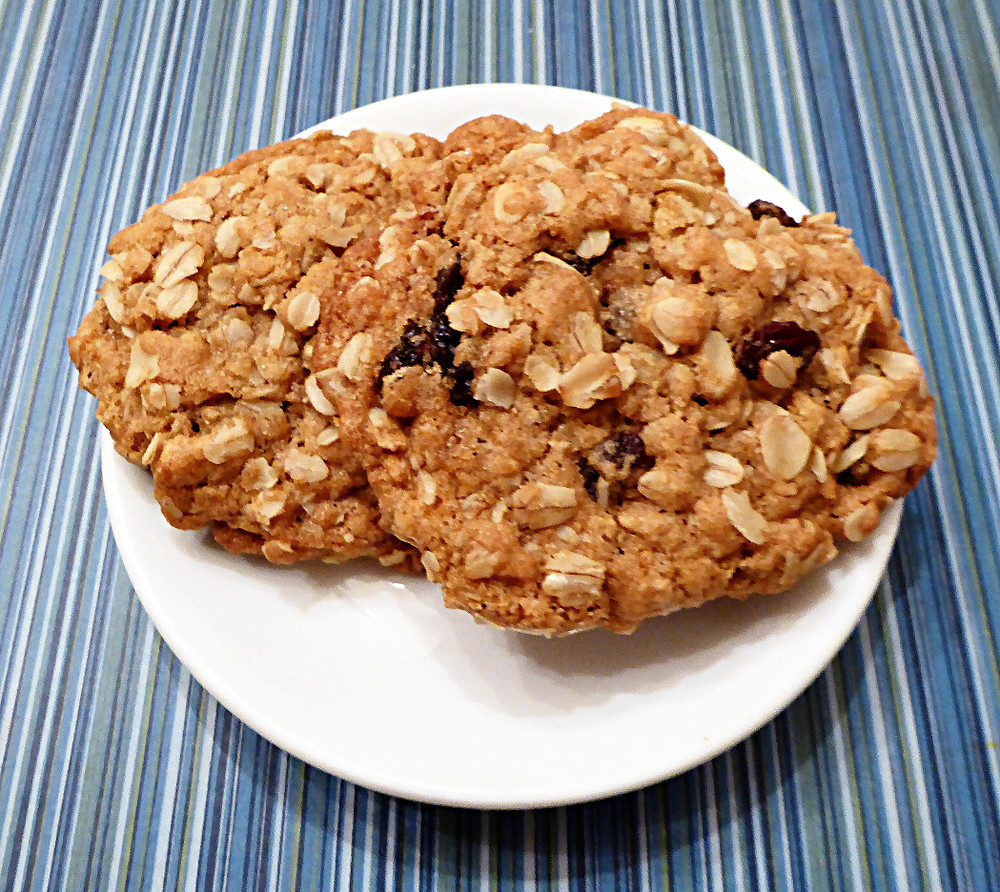 Chewy-Crunchy Oatmeal Cookies