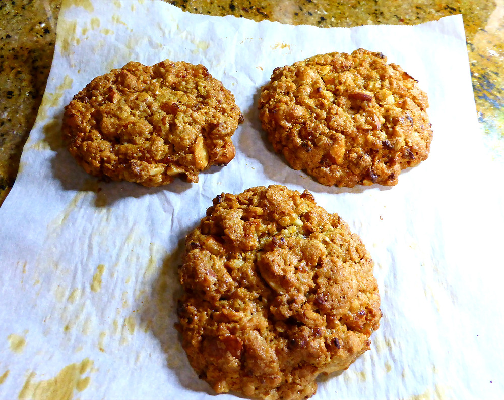 air fryer apricot almond oatmeal cookies
