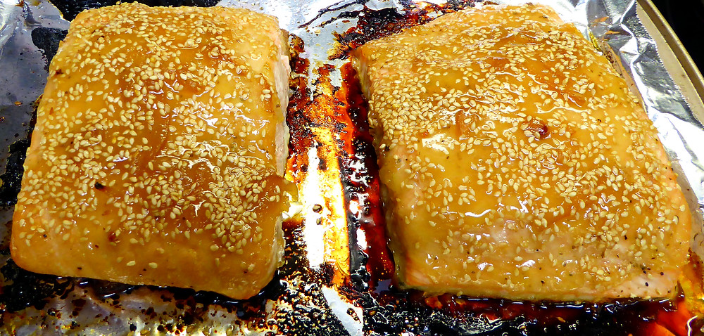 Baked salmon made with citron tea and sesame seeds