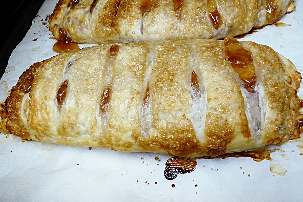 Almost Instant Apple Strudel
