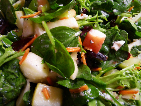 Spring Spinach Salad With Grapes and Apples