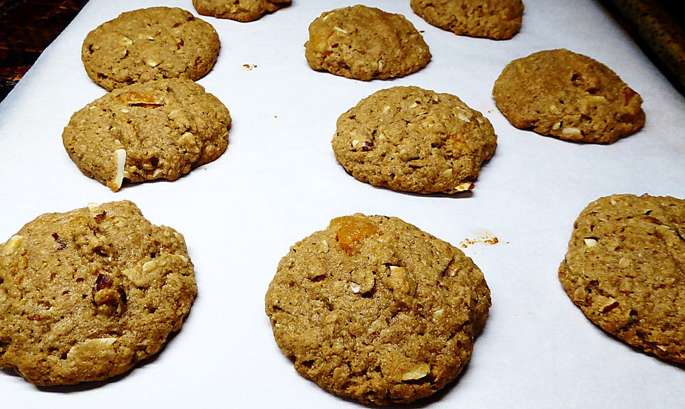 Good For You Almond-Apricot Cookies