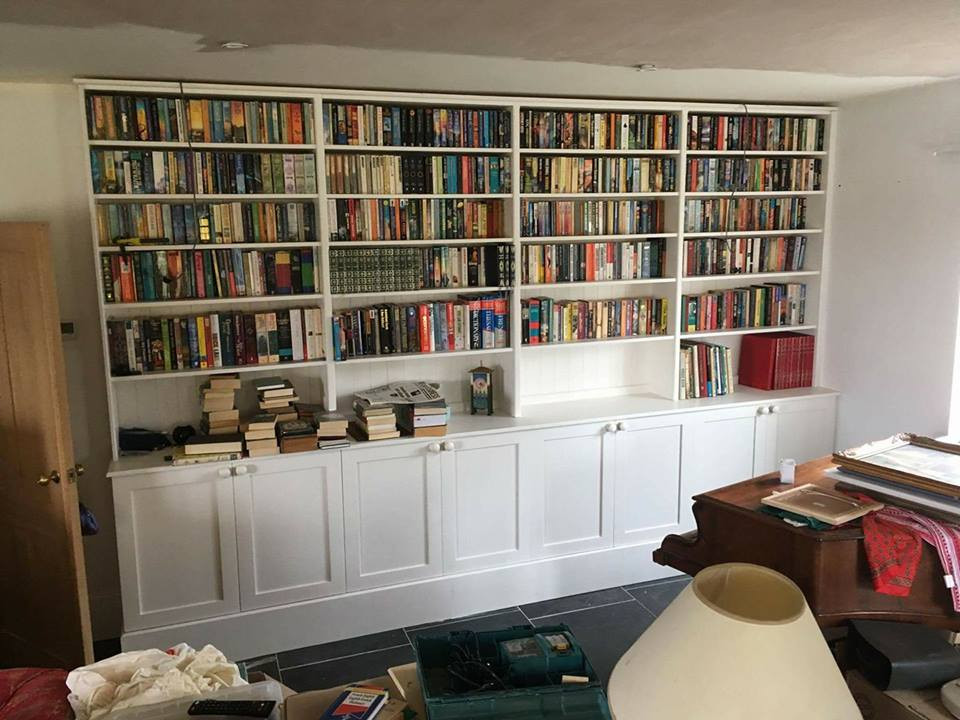 Fitted bookcase Cornwall