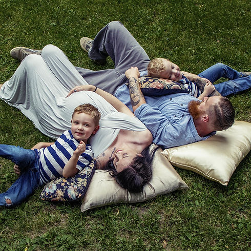 Family laying down in grass photoshoot simcoe ontario hannah grace photography
