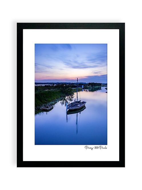 300 Pixels Affiche Photo - Coll. Prissy - L'île d'Olonne, barque dans les marais