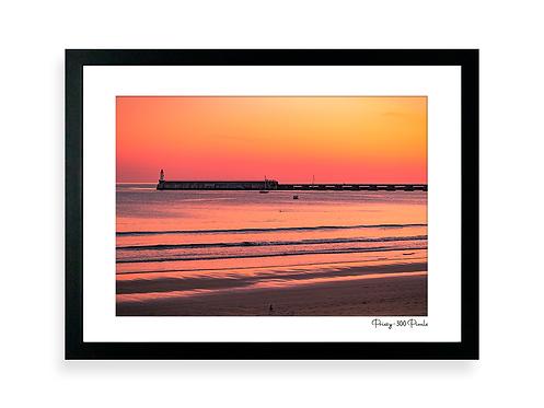 300 Pixels Affiche Photo - Coll. Prissy - Couché de soleil sur la Grande Jetée, les Sables d'Olonne