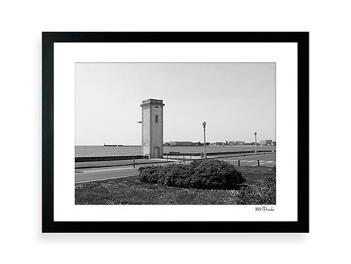 300 Pixels - Affiche Photo - Le Phare de l'Estacade, Les Sables d'Olonne - N&B