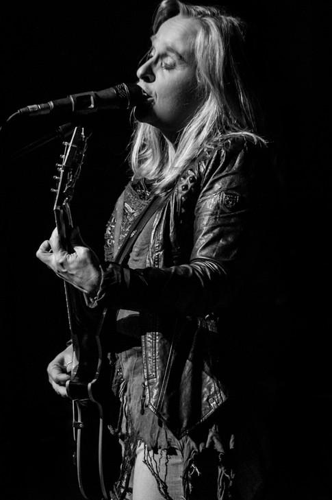 Rock goddess Etheridge set to make Alaskan debut