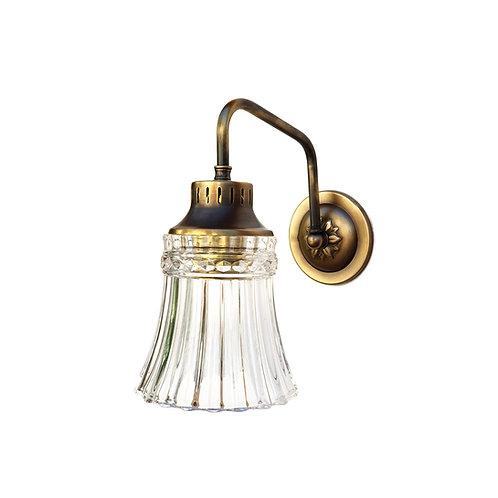"""מנורת קיר- """"ליה"""" עם זרוע בצורת ח עשויה מפליז"""