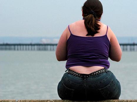 """""""גופך לי מבט וחלון וראי..."""" טיפול רגשי במים במצבי השמנה קיצונית"""