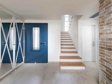 כניסה+מדרגות יהוד.jpg