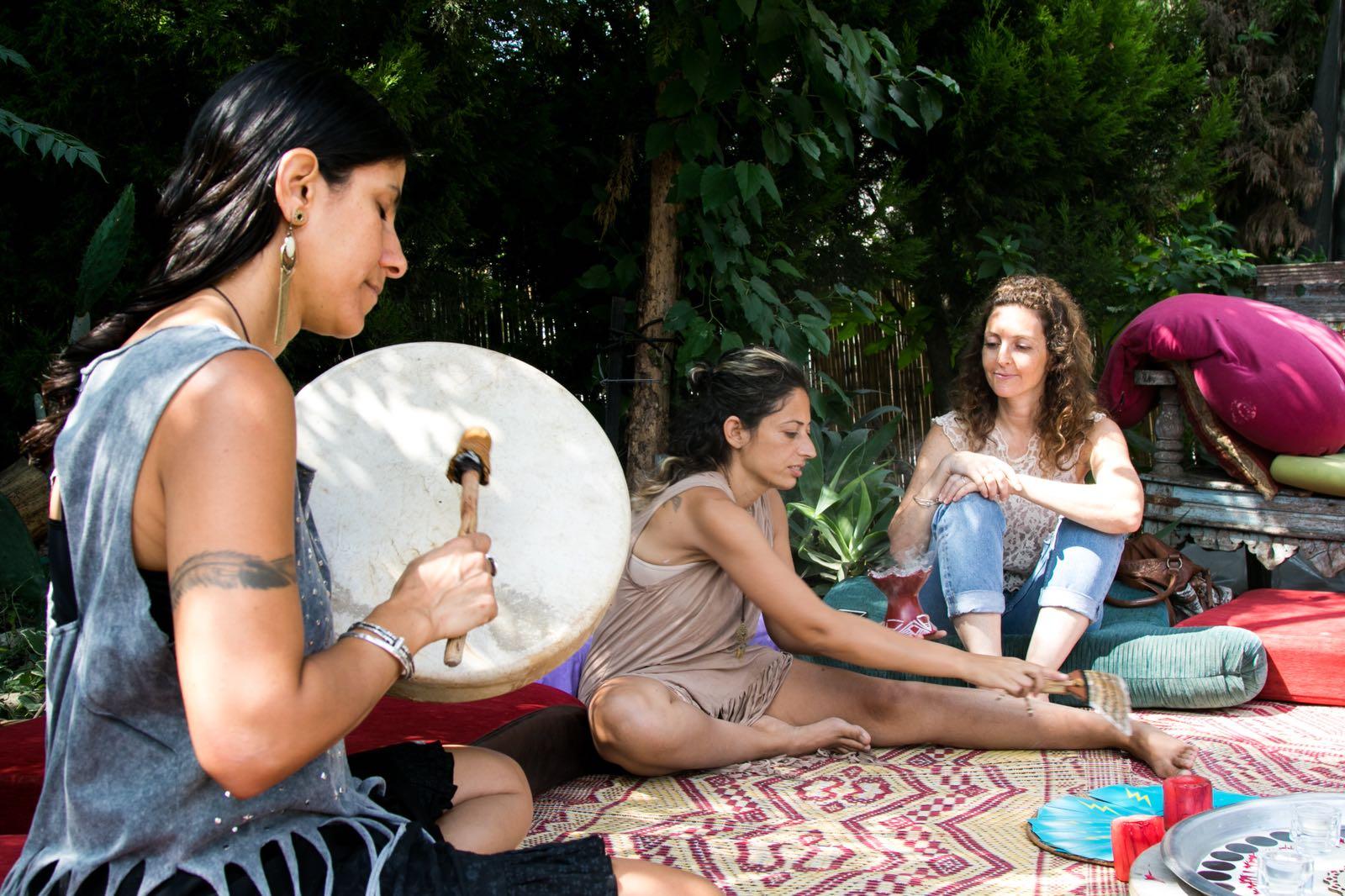 נשים מספרות את חוויתן