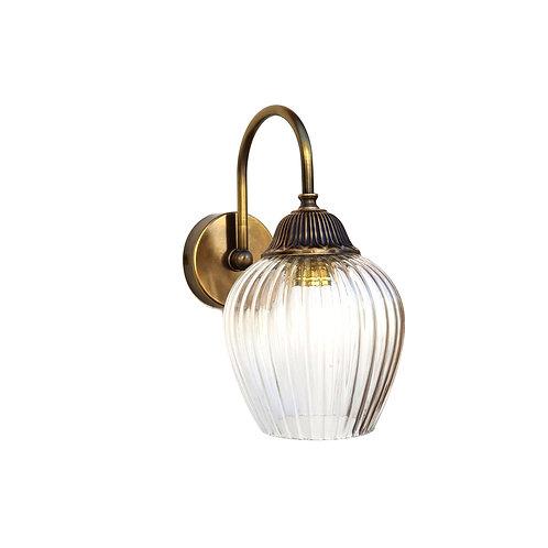 """מנורת קיר- """"עידו"""" עם זרוע עשויה מפליז עם זכוכית שקופה בעלת פסים"""