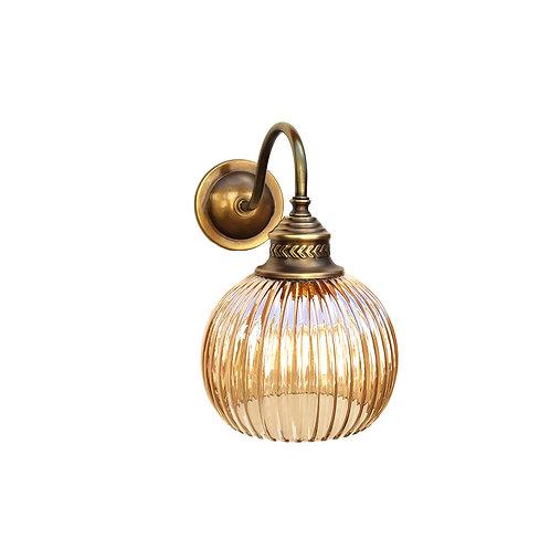 """מנורת קיר- """"ארי"""" עם זרוע מעוגלת עשויה מפליז"""