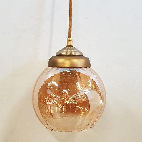 """מנורת תליה-""""רות"""" עם זכוכית בצבע ענבר"""