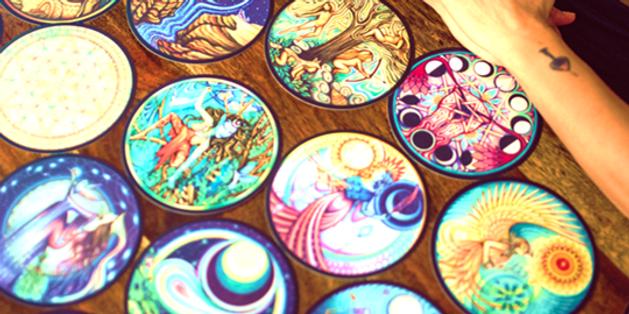 קלפי אישה כלבנה- קלפים שאמנים מתודרים