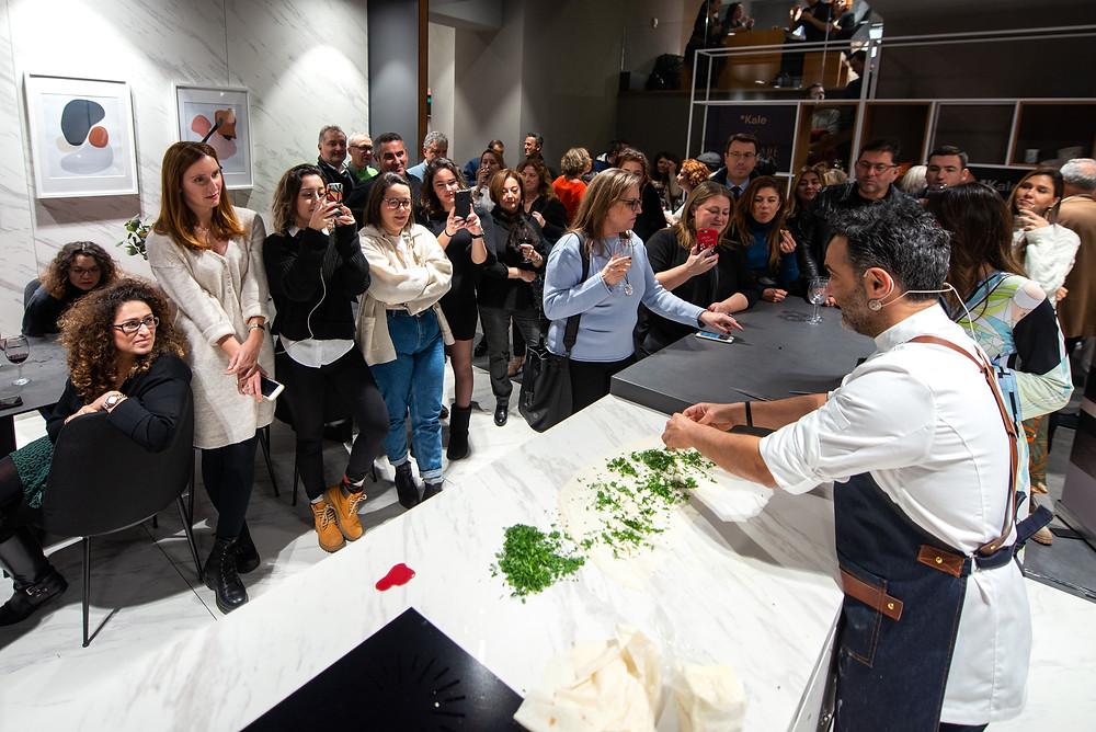 Şef Arda Türkmen konuklara özel lezzetler hazırladı.