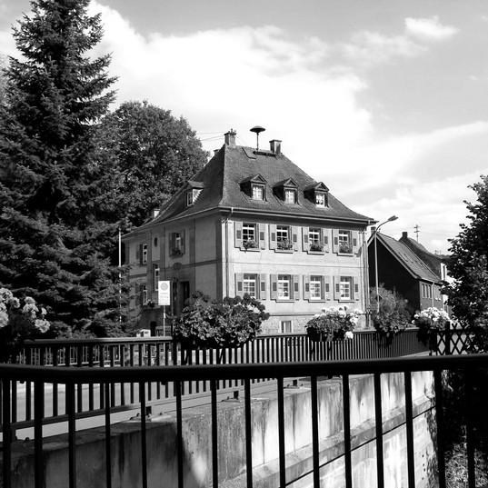 Lehrerhaus_M%C3%83%C2%BChlweg_edited.jpg