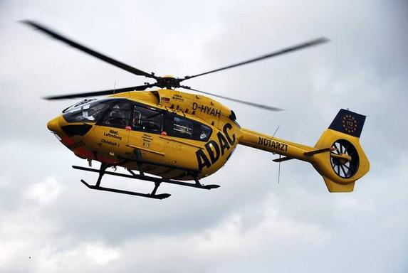 Christoph 66 fliegt bei der ersten Landung in Imsweiler mit der Ersatzmaschine Christoph 1 aus München.