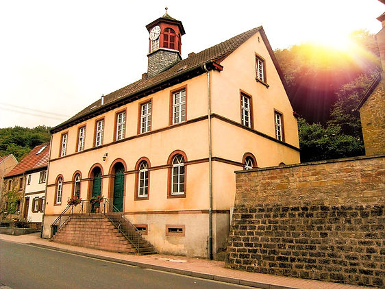 1024px-Imsweiler_ehemaliges_Schulhaus_ed