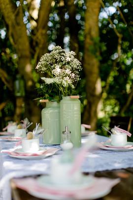 Milchkannen als Vasen