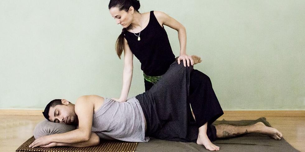 Taller de Masaje Thai: Espalda en lateral.