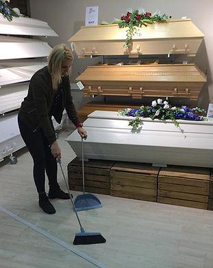 Töissä hautaustoimistossa