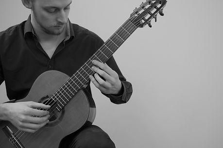 Wido staand gitaar B&W.jpg