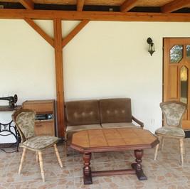 Chalupa pro děti - baráček veranda.jpg