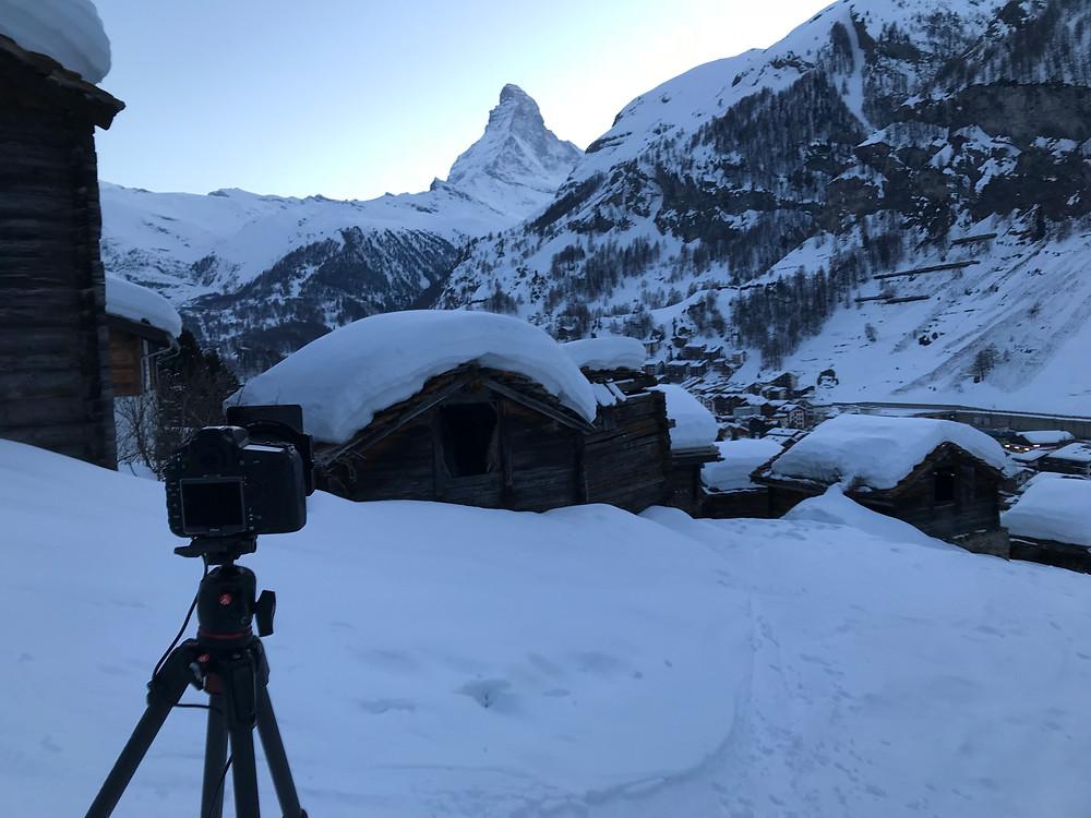 Walliser Stadel bei Zermatt mit Matterhorn im Hintergrund